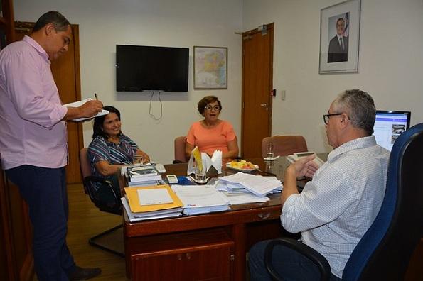 Prefeita De Campo Formoso Debate Com Josias Gomes Ações Em Benefício Dos Agricultores Familiares