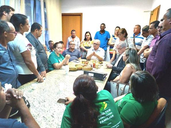 Secretário Josias Gomes Recebe Representantes De Associações De Agricultores Familiares