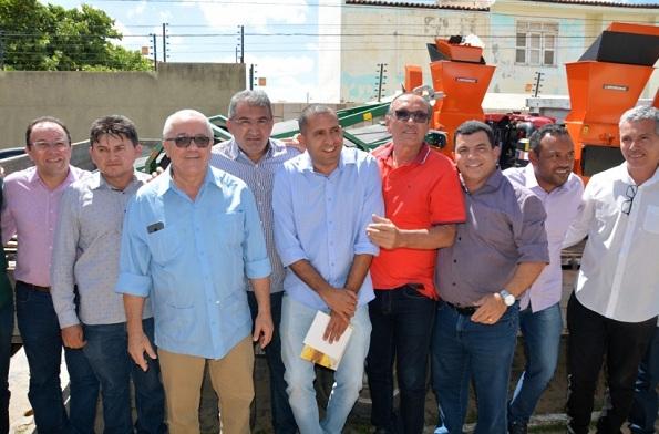 Em Juazeiro, Secretário Josias Gomes Entrega 29 Máquinas Forrageiras A Associações De Agricultores Familiares Da Região
